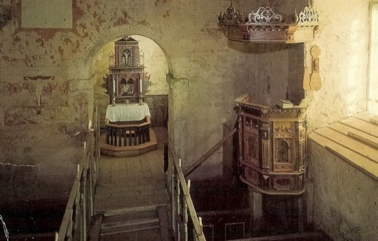 Moster gamle kirke innvendig